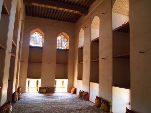 the cozy carpeted and pillowed rooms in Jabrin Castle