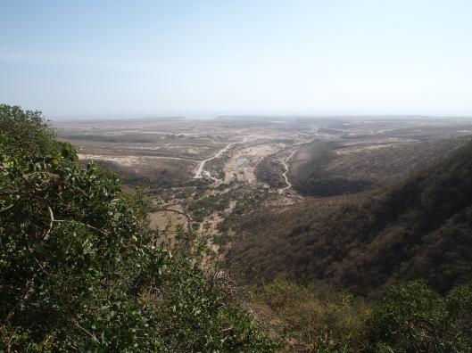 the lagoon Khawr Ruri in the distance, where Wadi Darbat empties into the sea