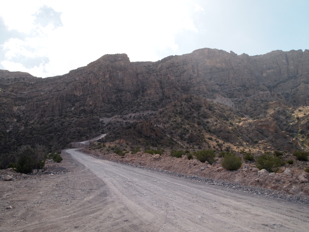 a treacherous drive through wadi bani awf: a near-tragedy, the picturesque village of balad sayt & a glimpse of the infamous snake canyon (2/6)