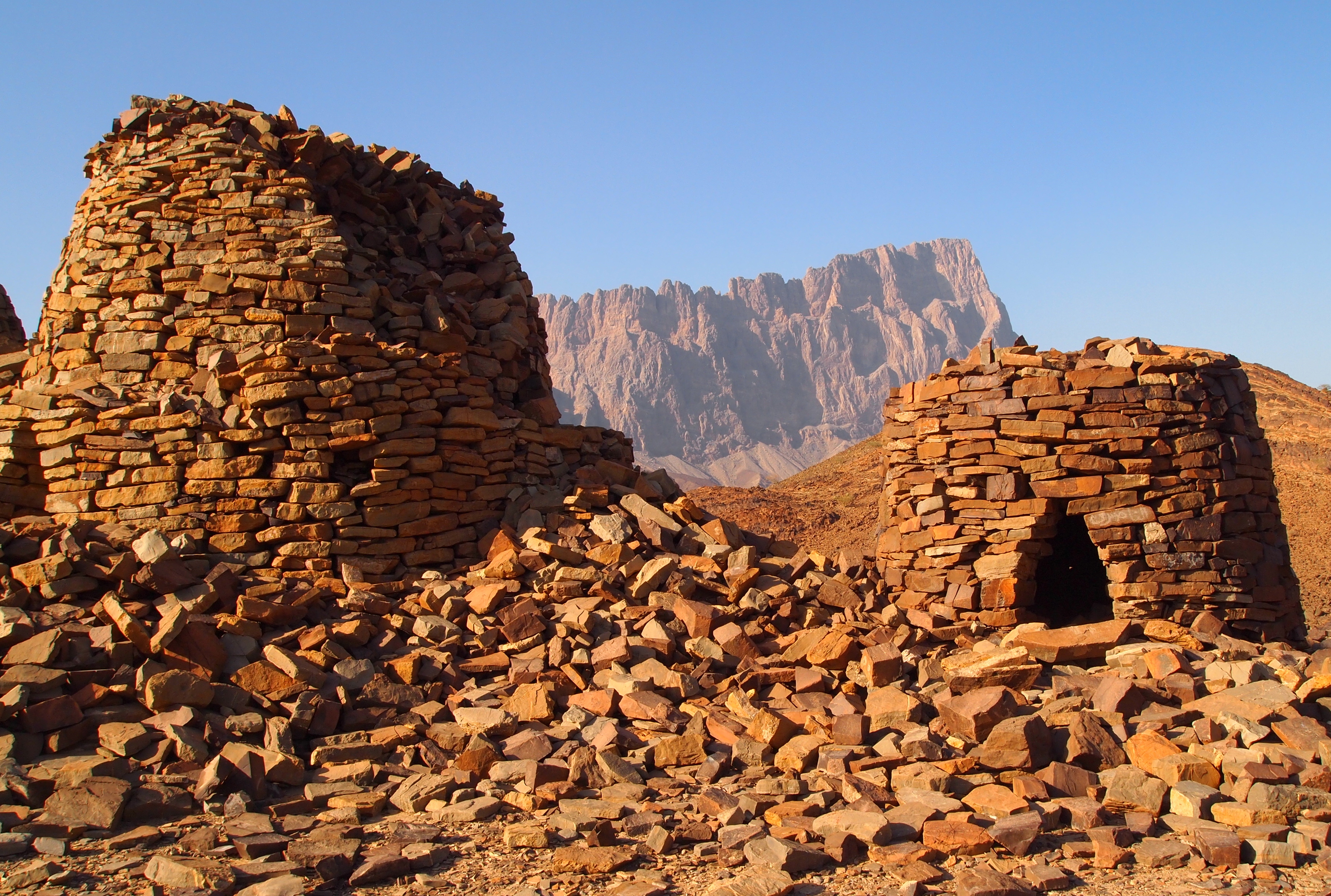 Beehive tombs of Al-Ayn | a nomad in the land of nizwa