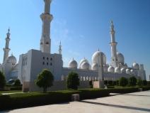 the Sheikh Zayed bin Sultan al-Nahyan Mosque in Abu Dhabi