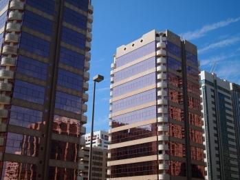 mirrored windows on skyscrapers