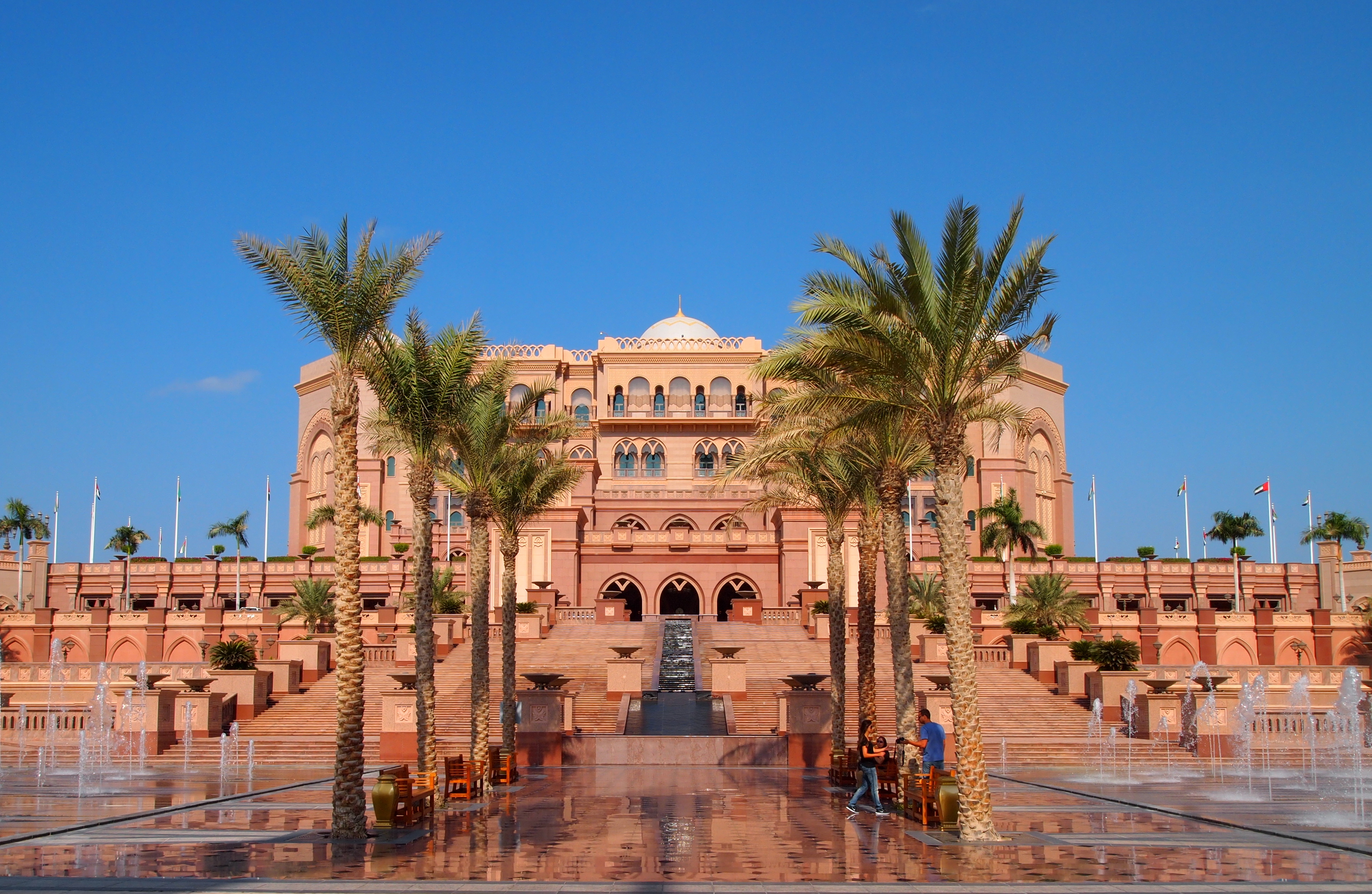 Abu dhabi emirates palace the saadiyat island cultural for Emirates hotel dubai