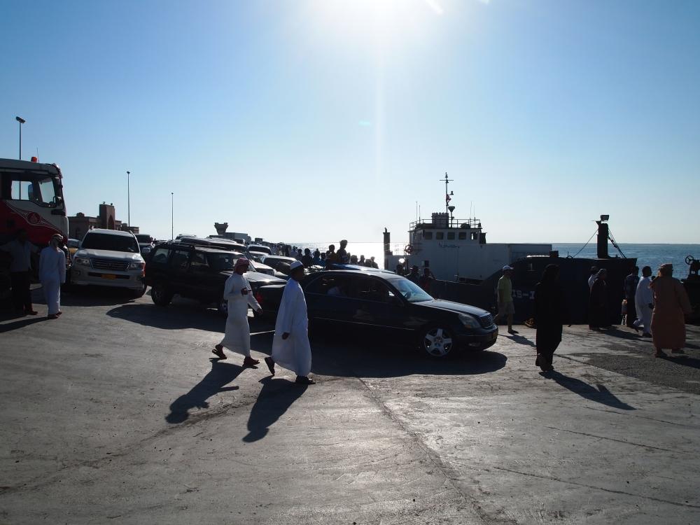 where utter chaos reigns: the masirah island ferry dock (6/6)