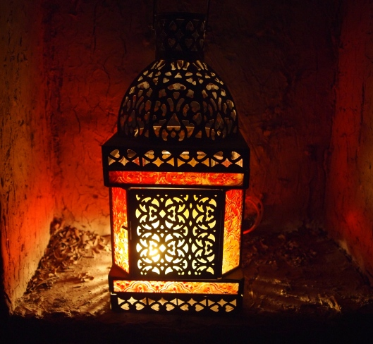 a lantern in a niche at Kargeen in Muscat