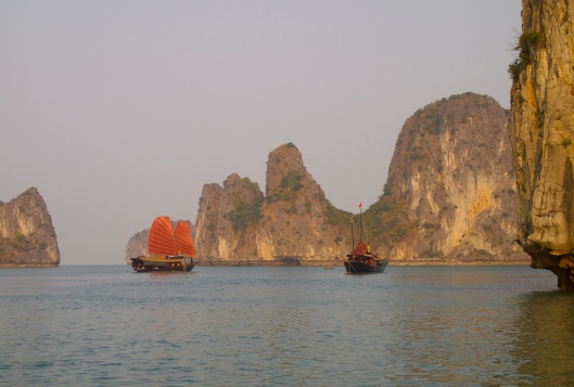 floating on a junk on Halong Bay: the happiness cruise